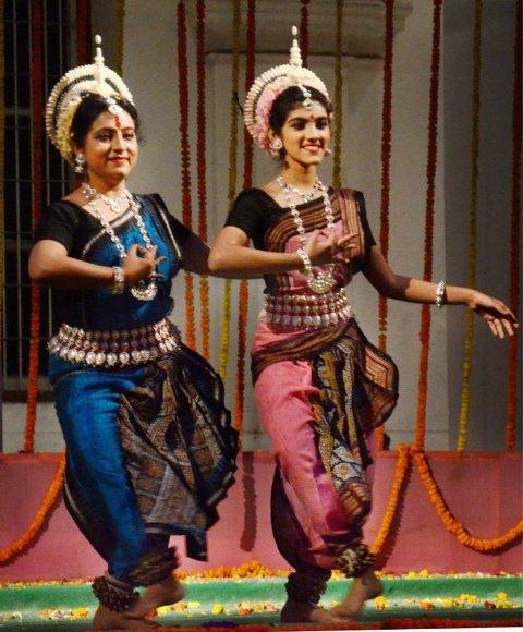 sana-dancing-in-event