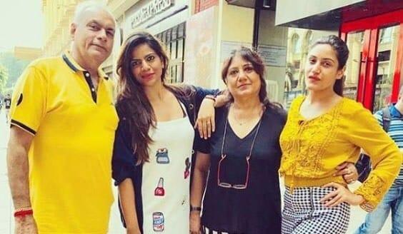 surbhi-chandna-family